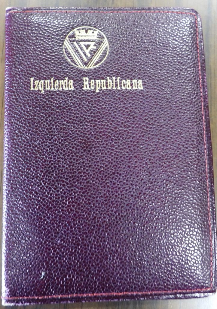 Funda en cuero de carnet de Izquierda Republicana, de la Agrupación de Madrid.