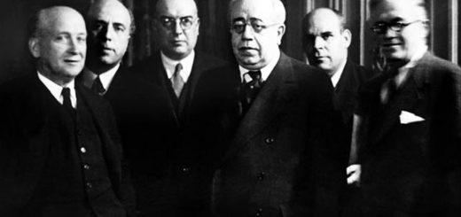 Manuel Azaña con varios miembros del Gobierno cuando era presidente de la II República.