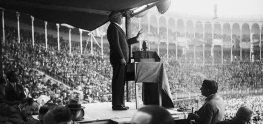 Azana-interviene-en-un-mitin-de-la-plaza-de-toros-de-Madrid-en-septiembre-de-1930.-EFE